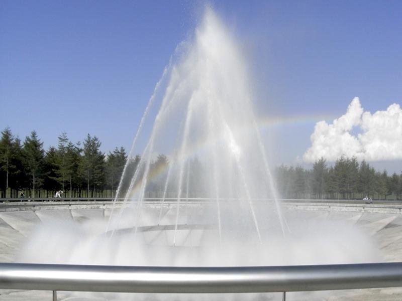モエレ沼公園噴水(昼)
